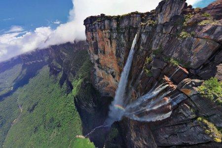 شلالات الملاك أو شلالات أنجل في فنزويلا