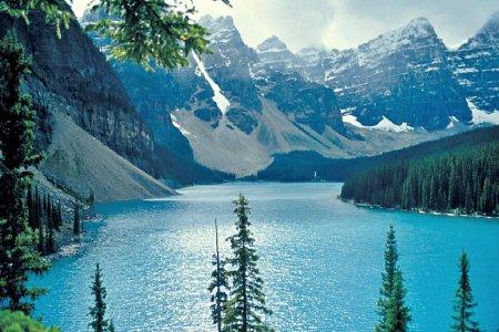 انهار جبال روكي في كندا