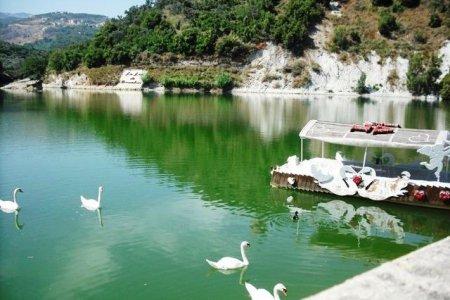 بحيرة بنعشى اللبنانية