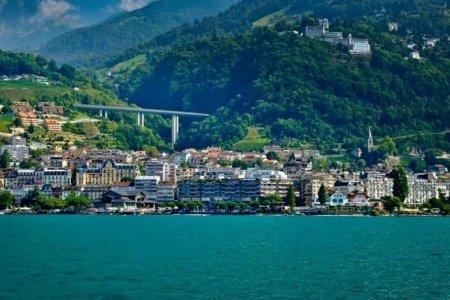 ساحل مونترو في سويسرا