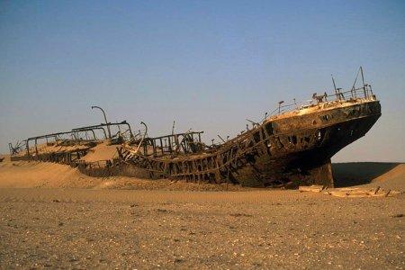 """حطام السفن علي ساحل الهياكل العظمية في ناميبيا """" بوابة الجحيم """""""