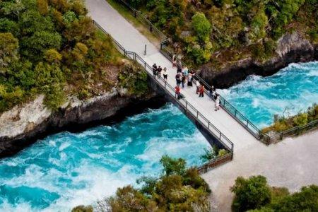 شلالات هوكا في نيوزيلندا