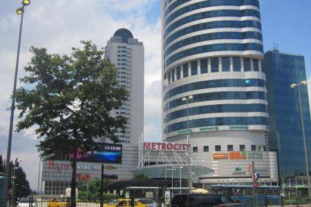 مركز ميترو سيتي التجاري في اسطنبول - تركيا