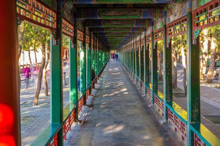 الرواق الكبير في القصر الصيفي في بكين - الصين
