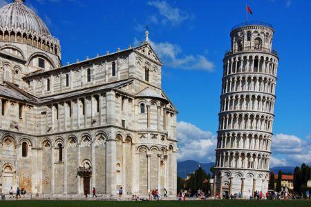 برج بيزا المائل في روما