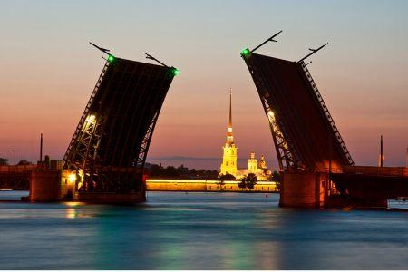 جسر القصر في سانت بطرسبرغ