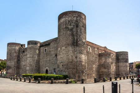 قلعة أورسينو في صقلية