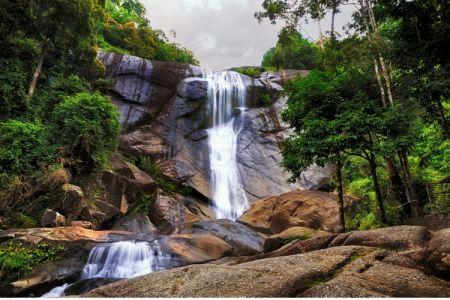 شلالات توجوه تالاجا Telaga Tujuh Waterfalls في لانكاوي في ماليزيا