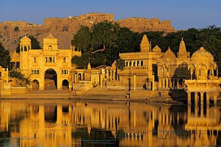 مدينة جايسالمر التي تأخذ شكل قلعة صحراوية مذهلة