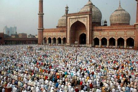 صلاة المسلمون في جامع دلهي