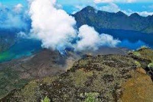 جبل رينجاني في إندونيسيا