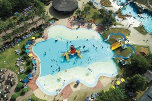 حديقة دريم لاند للألعاب المائية في أم القيوين