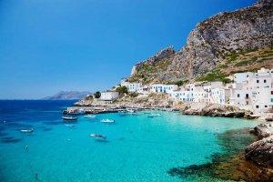 جزيرة سيسلي في إيطاليا
