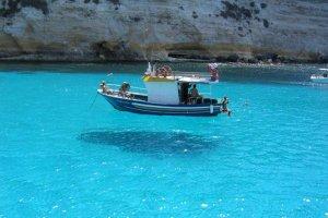 جزيرة لامبيدوزا في ايطاليا