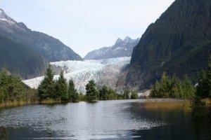 نهر مندنهال جلاسير في ألاسكا