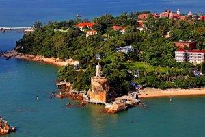 المناظر الطبيعية الخلابة في جزيرة قولانغيو في الصين