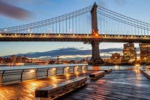 جسر مانهاتن المعلق في مدينة نيويورك