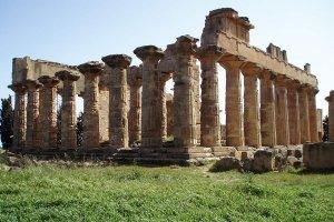 معبد زيوس في مدينة أوليمبيا اليونانية القديمة