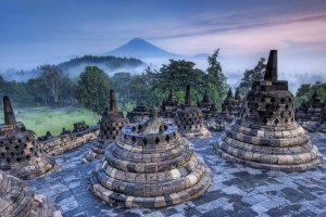 معبد بوروبودور البوذي في إندونيسيا