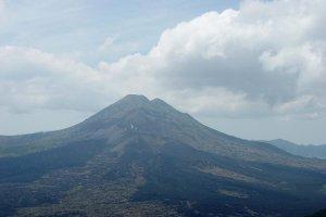 جبل أغونغ في بالي اندونيسيا