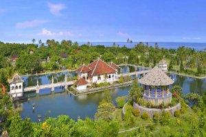 قصر تامان أوجونغ المائي