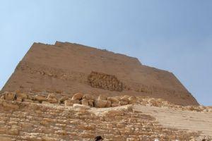 هرم ميدوم في بني سويف
