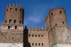 الأسوار الأوريليانية في روما - إيطاليا