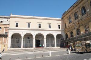 كنيسة سان بيترو إن فينكول في روما - إيطاليا