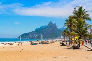 شاطئ ايبانيما في ريو دي جانيرو البرازيل