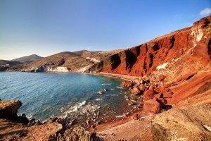 الشاطئ الأحمر في اليونان