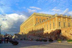 قصر دروتنينغهولم في السويد