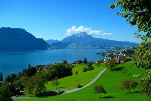 مسارات المشي حول البحيرة سويسرا