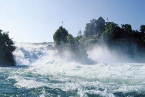 شلالات الراين في سويسرا