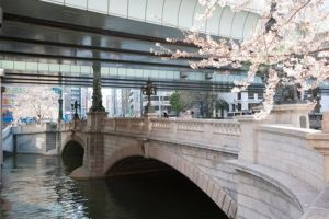 جسر نيهونباشي في طوكيو - اليابان