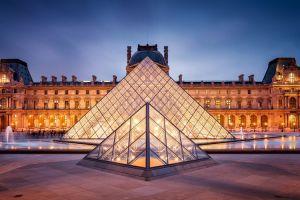 متحف اللوفر في باريس