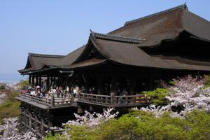 معبد كيوميزو في كيوتو - اليابان