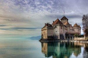 قلعة شيلون في مدينة مونترو - سويسرا