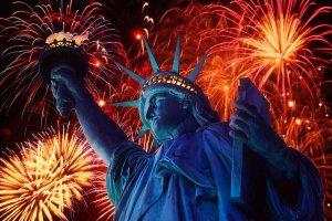 تمثال الحرية المنيرة أو المضيئة في العالم