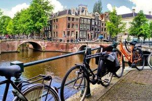 الدراجات في أمستردام