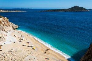 شاطئ كابوتاس في أنطاليا تركيا