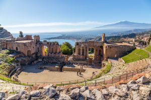 مسرح تاورمينا القديم | Ancient Theatre Of Taormina