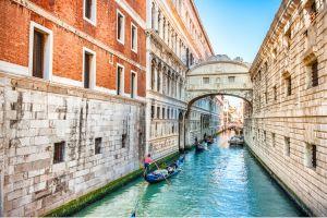 جسر التنهيدات في فينيسيا