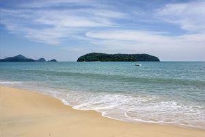 شاطئ تنجاه في لانكاوي في ماليزيا