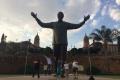 تمثال داني ثيرون