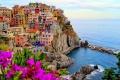 ايطاليا، مانارولا فى الصباح مع ألوان الورود