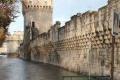 جدران أفينيون